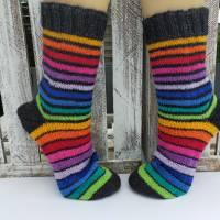 Handgestrickte Wollsocken Gr. 42/43 *Regenbogen* Bild 1