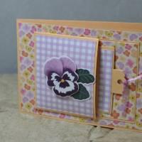 Popping Flap Karte mit Stiefmütterchen Bild 1