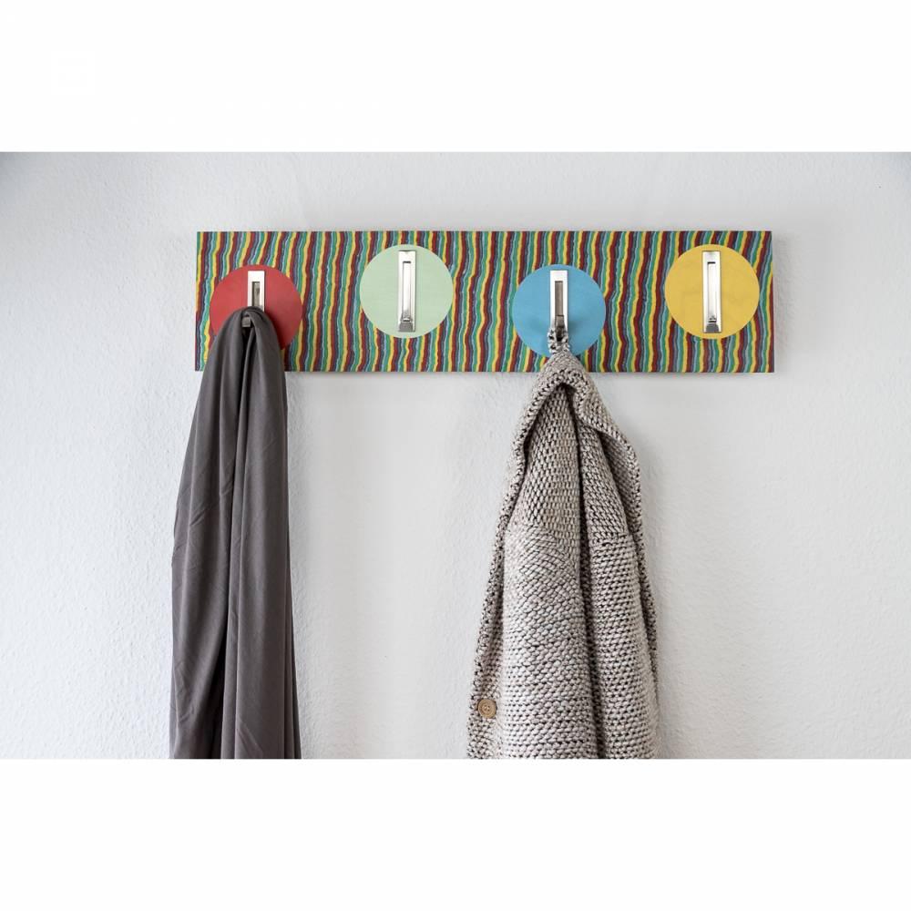 Handarbeit | Garderobe aus Pappel Echtholz | Klapphaken Edelstahlfinish | 82 cm, verdeckte Aufhängung. Bild 1