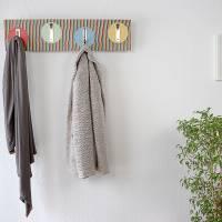 Handarbeit | Garderobe aus Pappel Echtholz | Klapphaken Edelstahlfinish | 82 cm, verdeckte Aufhängung. Bild 3