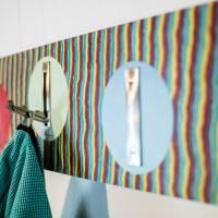 Handarbeit | Garderobe aus Pappel Echtholz | Klapphaken Edelstahlfinish | 82 cm, verdeckte Aufhängung. Bild 4