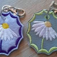 Schlüsselanhänger ITH Blume Margerite 3 verschiedene Rahmen mit vielen Mehrstickbögen ab 10x10               Bild 10