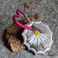 Schlüsselanhänger ITH Blume Margerite 3 verschiedene Rahmen mit vielen Mehrstickbögen ab 10x10               Bild 9