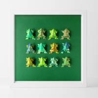 Frösche // Origami Frösche aus handmarmoriertem Papier im Objektrahmen Bild 1
