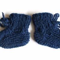gestrickte Babyschuhe reine Wolle Gr. 50/56 dunkelblau Bild 1