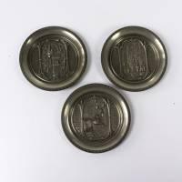 WMF Zinn Wandteller, Dekoration aus Zinn, drei Tellerchen mit Motiven von Spitzweg, von WMF Zinn, Untersetzer, Vintage W Bild 1