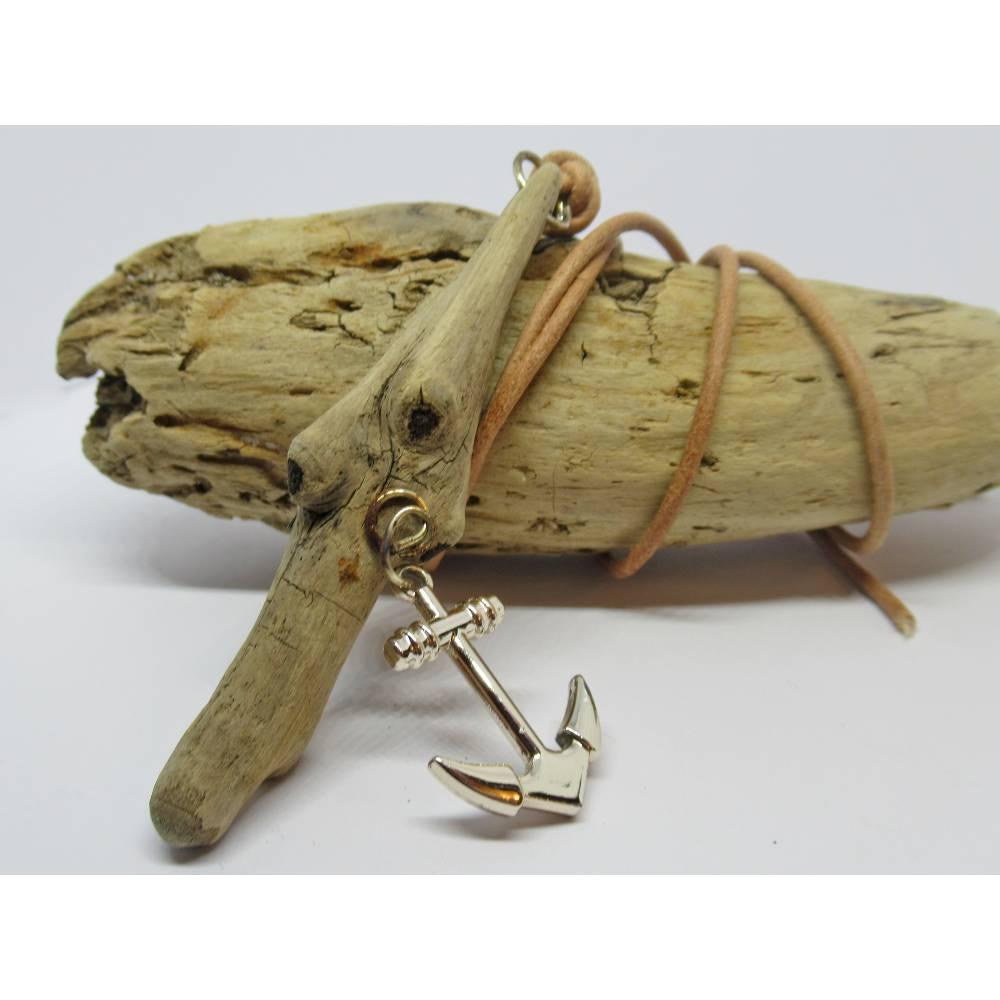 Nachhaltige Holzkette aus Treibholz mit einem Anker Bild 1