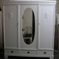 Dreitüriger Wäscheschrank aus den 30er Jahren jetzt im Shabby Chic komplett restauriert Bild 1