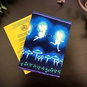Impfpasshülle Dancing Pixies für Erwachsene, Umschlag, Impfausweis Hülle, schlicht, glow in the dark Bild 1