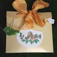 10 kleine Geschenk-Anhänger, Filzvögel in den Farben eines Regenbogens, in einer wunderschönen Geschenk-Verpackung Bild 1