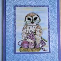Grußkarte Eule mit Lesbrille häkelnd auf Wolle Print hochwertige Klappkarte Kraftpapier Bild 3