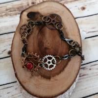 Armband im Steampunk Look mit Zahnrädern und Roten Perlen/ Handgemachtes Unikat  Bild 2
