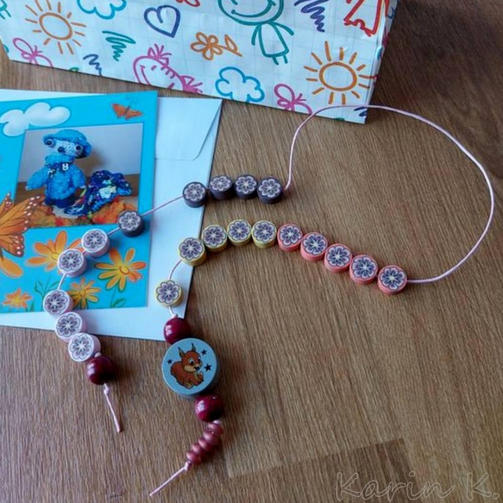 Rechenkette mit Holz- und Kunststoff- Perlen Gelb Orange Rehbraun Rosa Motivperle Glückwunschkarte und Geschenktasche Bild 1