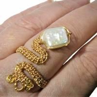 Ring handgefertigt mit Biwaperle weiß Spiralring boho Schlangenring verstellbar Perlenring  Bild 2