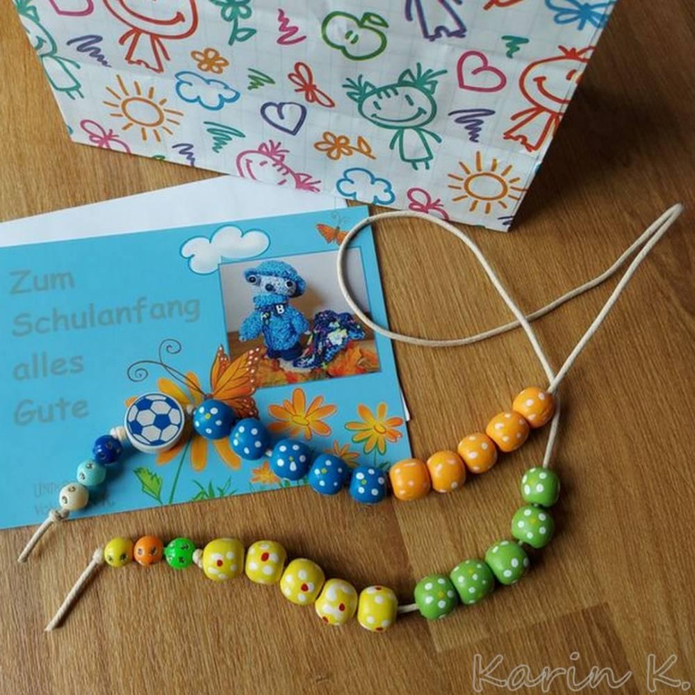 Rechenkette für liebenswerte Grobmotoriker Holzperlen Motivperle Effekt- Perlen Glückwunschkarte und Geschenktasche Bild 1