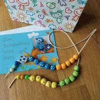 Rechenkette für liebenswerte Grobmotoriker Holzperlen Motivperle Effekt- Perlen Glückwunschkarte und Geschenktasche Bild 7