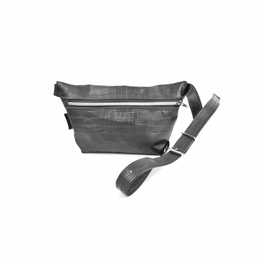 Gürteltasche, Crossbodybag aus schwarzem Printleder mit rosegoldenem Reißverschluß Bild 1