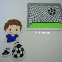 Schultütenappli-2er Set-Applikation 1Tor mit Ball und 1Fussballer mit Ball am Fuss, Set 2teilig auf weißen Filz gestickt Bild 1