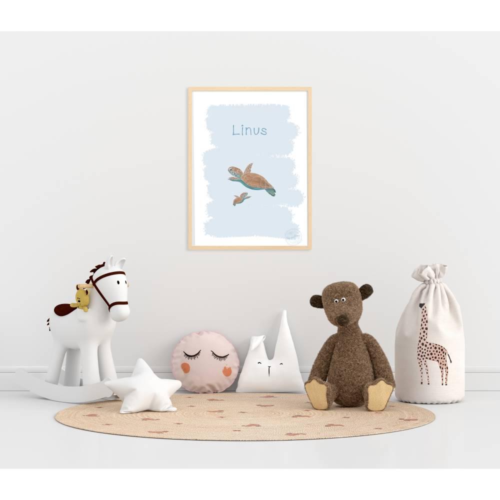Kinderzimmer Wandbild Schildkröte Baby Himmelblau mit Namen A4 Bild 1