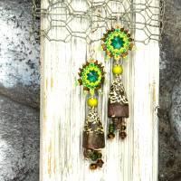 grüne braune keramikblüten ohrringe, lässige boho hippie ohrhänger, geschenk,  böhmische glasperlen  Bild 2