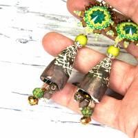 grüne braune keramikblüten ohrringe, lässige boho hippie ohrhänger, geschenk,  böhmische glasperlen  Bild 3