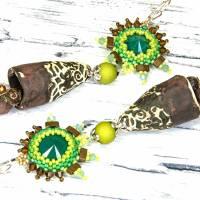grüne braune keramikblüten ohrringe, lässige boho hippie ohrhänger, geschenk,  böhmische glasperlen  Bild 9