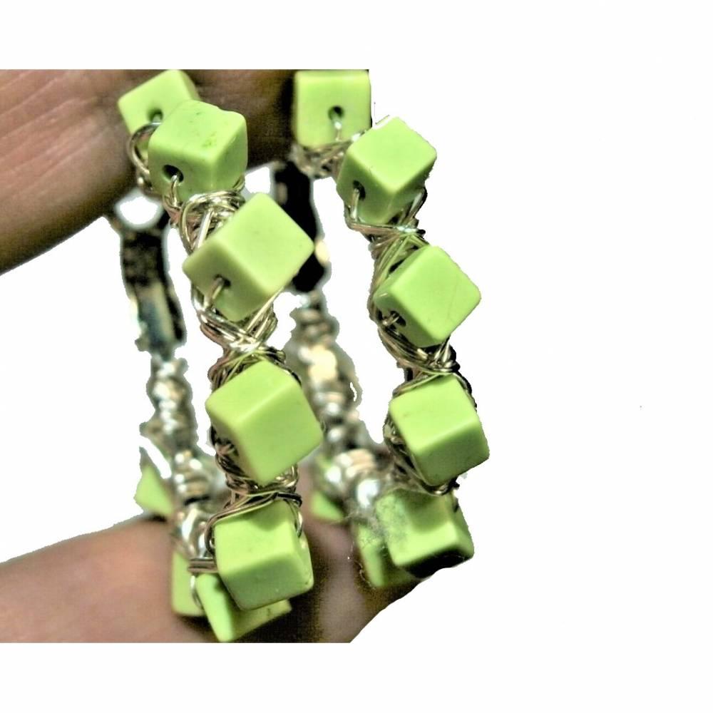 Creolen hell grün handgemacht 35 mm Ohrringe Gaspeit Würfel crazy boho Bild 1