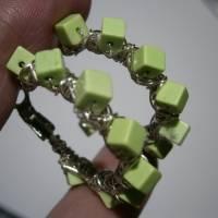 Creolen hell grün handgemacht 35 mm Ohrringe Gaspeit Würfel crazy boho Bild 4