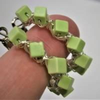 Creolen hell grün handgemacht 35 mm Ohrringe Gaspeit Würfel crazy boho Bild 5