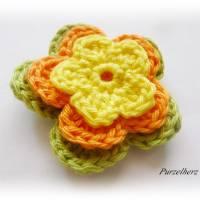 7- teiliges Häkelblumen-Set - Häkelapplikation,Aufnäher,Geschenk,Tischdeko,3D Blume,gelb,orange,rot,grün Bild 4
