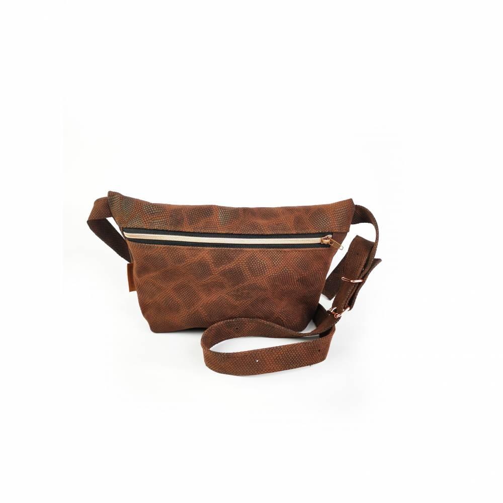 Gürteltasche, Crossbodybag aus braunem Leder mit Schlangenprint  Bild 1
