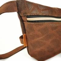 Gürteltasche, Crossbodybag aus braunem Leder mit Schlangenprint  Bild 5