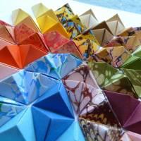 Buntes Mandala // Origami aus handmarmoriertem Papier im Objektrahmen Bild 4