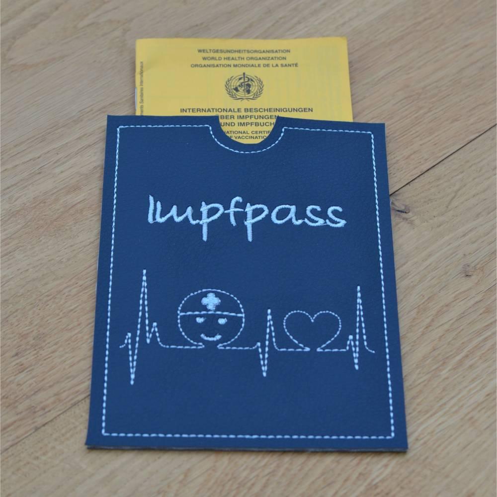 Impfpasshülle Kunstleder mit EKG & Krankenpfleger  Bild 1