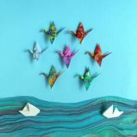 Kraniche und Boote // Origami aus handmarmoriertem Papier im Objektrahmen Bild 3