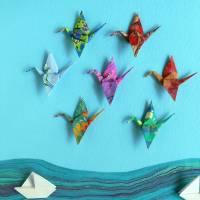 Kraniche und Boote // Origami aus handmarmoriertem Papier im Objektrahmen Bild 4