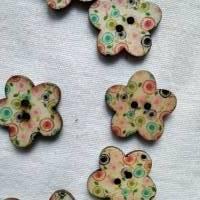 Holzknopf Blume mit Punkten, bedruckt, bunt, Knopf, Knöpfe, Blümchen Bild 3