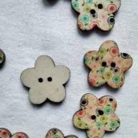 Holzknopf Blume mit Punkten, bedruckt, bunt, Knopf, Knöpfe, Blümchen Bild 4