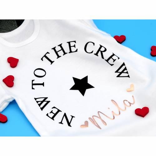 New to the Crew Baby Body. Ideal als Geschenk zur Geburt. 5 Größen verfügbar. Name und Farbe Personalisierbar 03