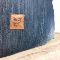 """katipunkt Schultertasche """"Jeans"""" mit Lederriemen - Jeans-Upcycling  Bild 3"""