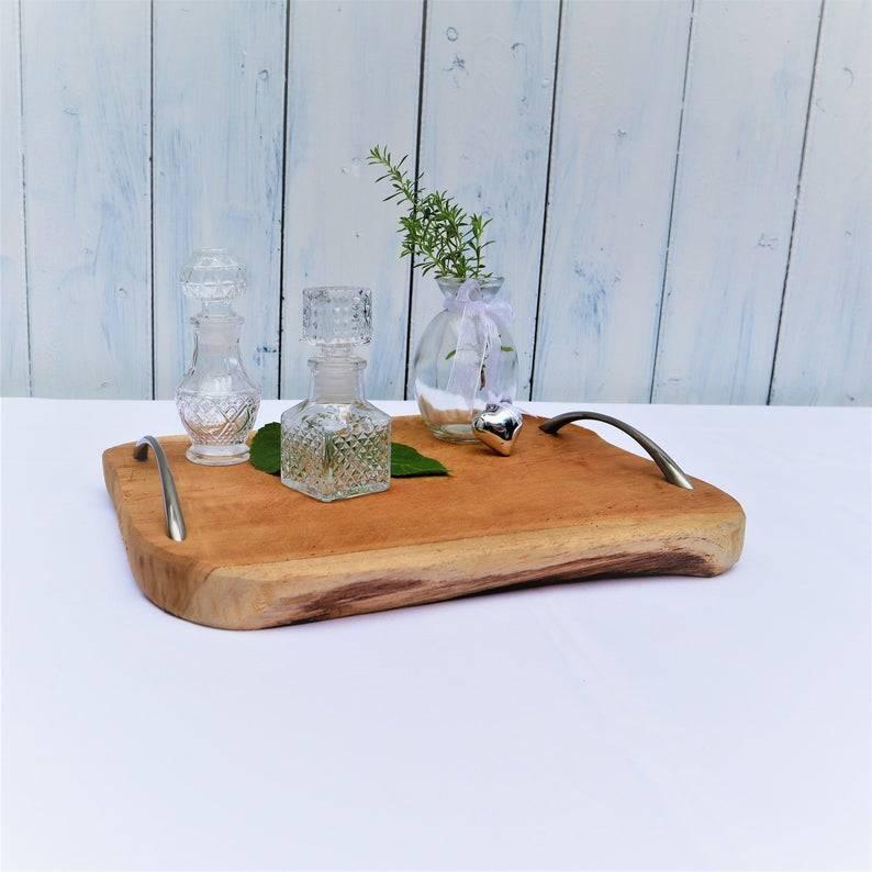 Holztablett mit Griffen, edel rustikal, silber farbige Griffe,  Landhausdeko Bild 1