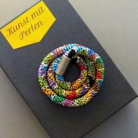 Schmuck, Perlenkette, Häkelkette in grau und bunt, Länge 46 cm, Halskette aus Glasperlen, Magnetverschluss, Häkelschmuck Bild 1