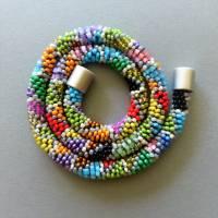 Schmuck, Perlenkette, Häkelkette in grau und bunt, Länge 46 cm, Halskette aus Glasperlen, Magnetverschluss, Häkelschmuck Bild 3