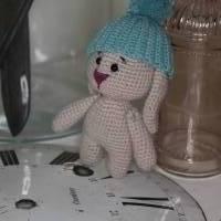 Hase Häkeltier Amigurumi, handgemacht, Schlappohrhase mit Mütze Bild 3