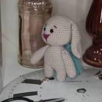 Hase Häkeltier Amigurumi, handgemacht, Schlappohrhase mit Mütze Bild 6