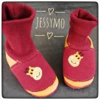 Schöne weiche Ledersocken/Krabbelschuhe/Puschen aus Leder, bestickt und personalisiert für Babys und Kinder Bild 1