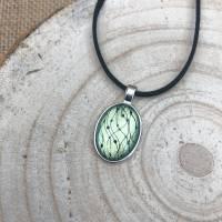 """Kette """"Perlengirlande"""", 25 x 18 mm Cabochonkette mit Motiv, grüngelb metallic, irisierend, handbemalt Bild 1"""