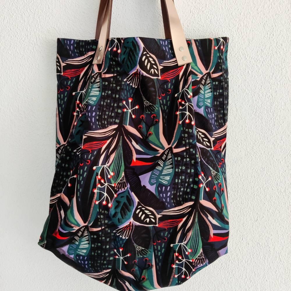 Große Einkaufstasche aus Canvas in floral gemustert mit Lederhenkel Bild 1