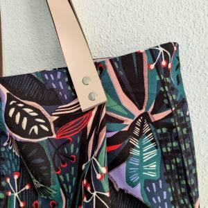 Große Einkaufstasche aus Canvas in floral gemustert mit Lederhenkel Bild 2