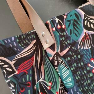 Große Einkaufstasche aus Canvas in floral gemustert mit Lederhenkel Bild 5